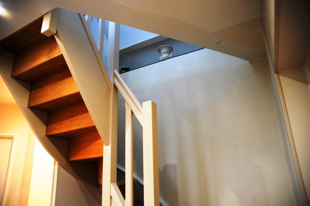 escalier bois rampe bois. Black Bedroom Furniture Sets. Home Design Ideas
